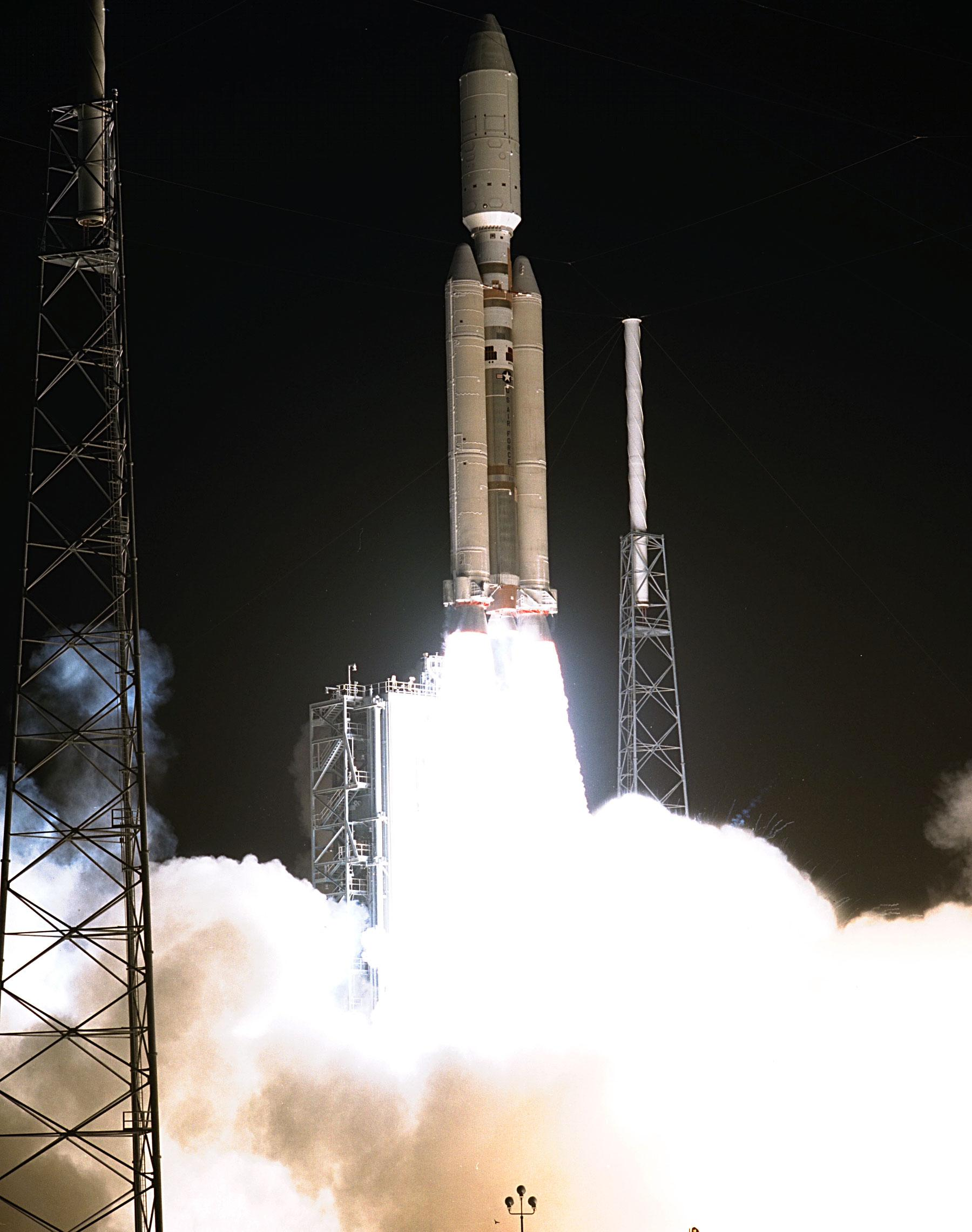 Space in Images - 2004 - 06 - Launch of Cassini-Huygens