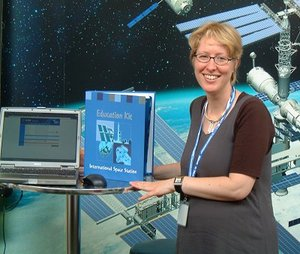 Congress participants were invited to order the ISS Education Kit for secondary schools at ESA's stand