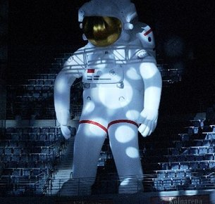Giant inflatable astronaut