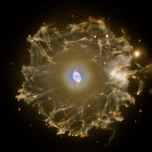 Dying star creates sculpture of gas and dust