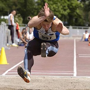 Wojtek Czyz long jumps