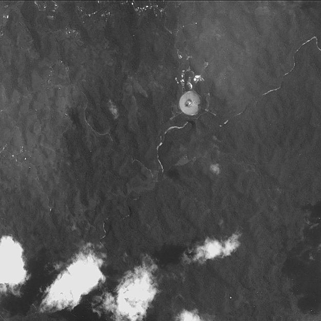 http://spaceinimages.esa.int/var/esa/storage/images/esa_multimedia/images/2004/10/arecibo_radio_telescope_puerto_rico/9874694-3-eng-GB/Arecibo_radio_telescope_Puerto_Rico_node_full_image.jpg