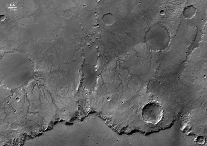 Black and white view of Huygens crater rim