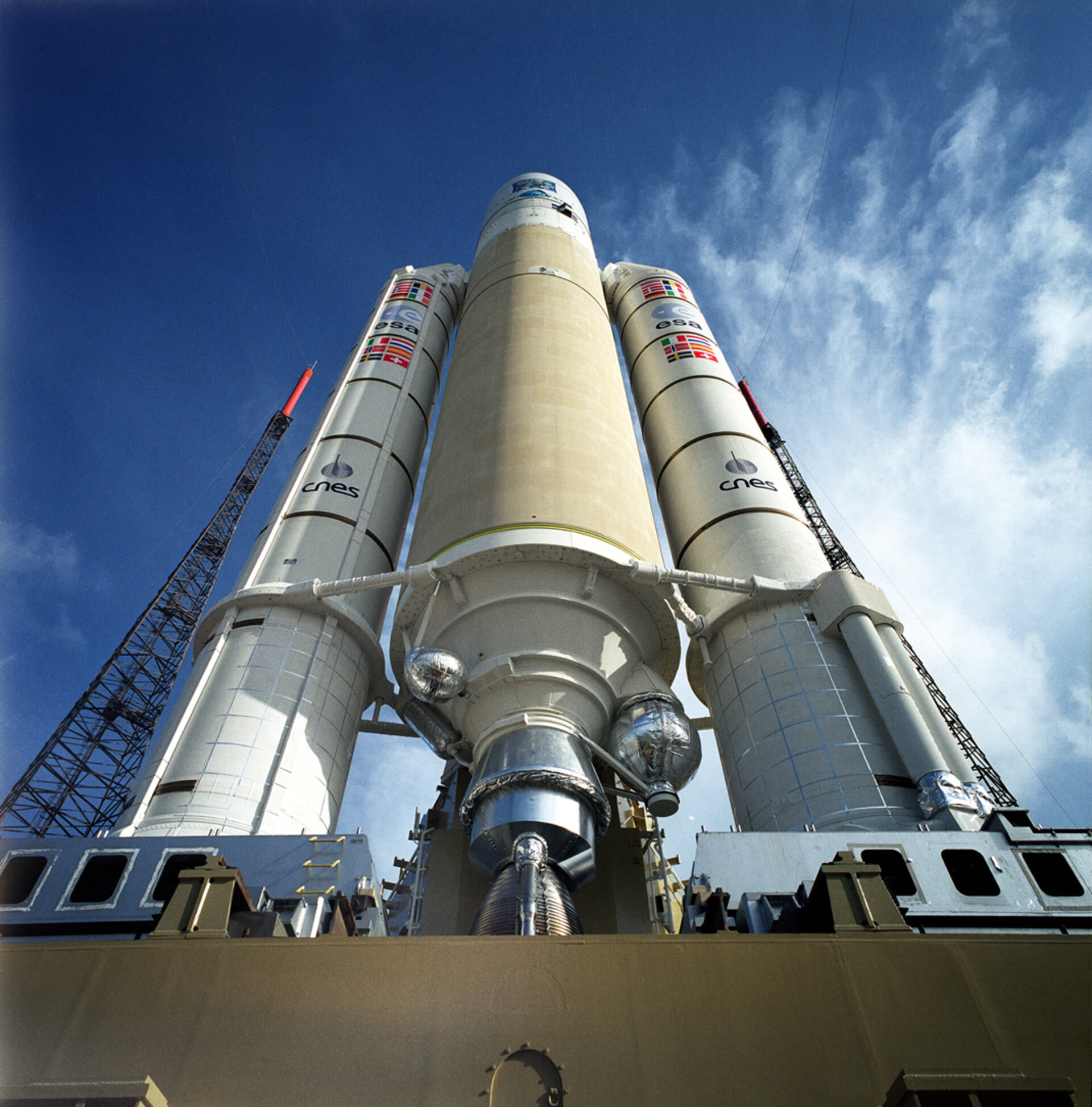 Ariane 5 and XMM-Newton during launch campaign