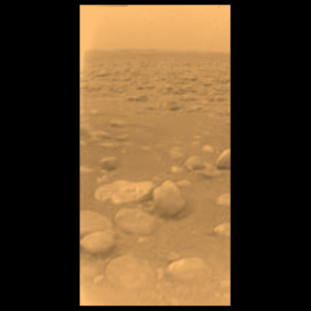 Die weltberühmte Aufnahme von der Oberfläche des Titan, eine aus der Sequenz, de nach dem Aufsetzen der Huygens-Sonde entstand, Quelle: ESA/NASA/JPL/University of Arizona