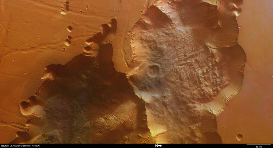 Colour view of Tithonium Chasma