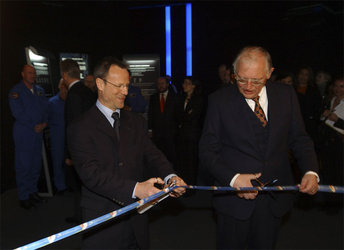 Liebig and Verheugen open the Earth and Space Expo