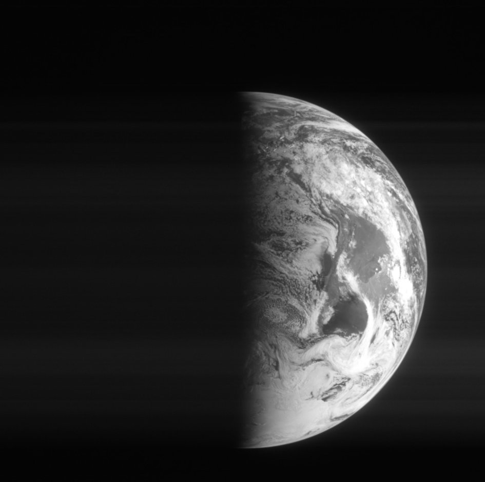 Earth from Rosetta 12:47 UTC 5 March 2005 (2)