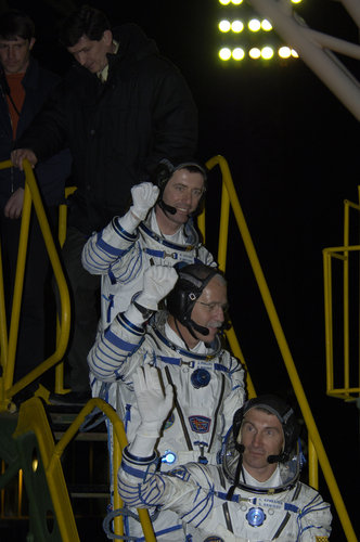 A last wave from the crew before entering the Soyuz spacecraft