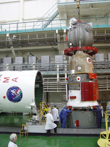 Preparation of the Soyuz TMA-6 spacecraft