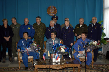 Roberto Vittori and the ISS Expedition 10 crew safely back on Earth