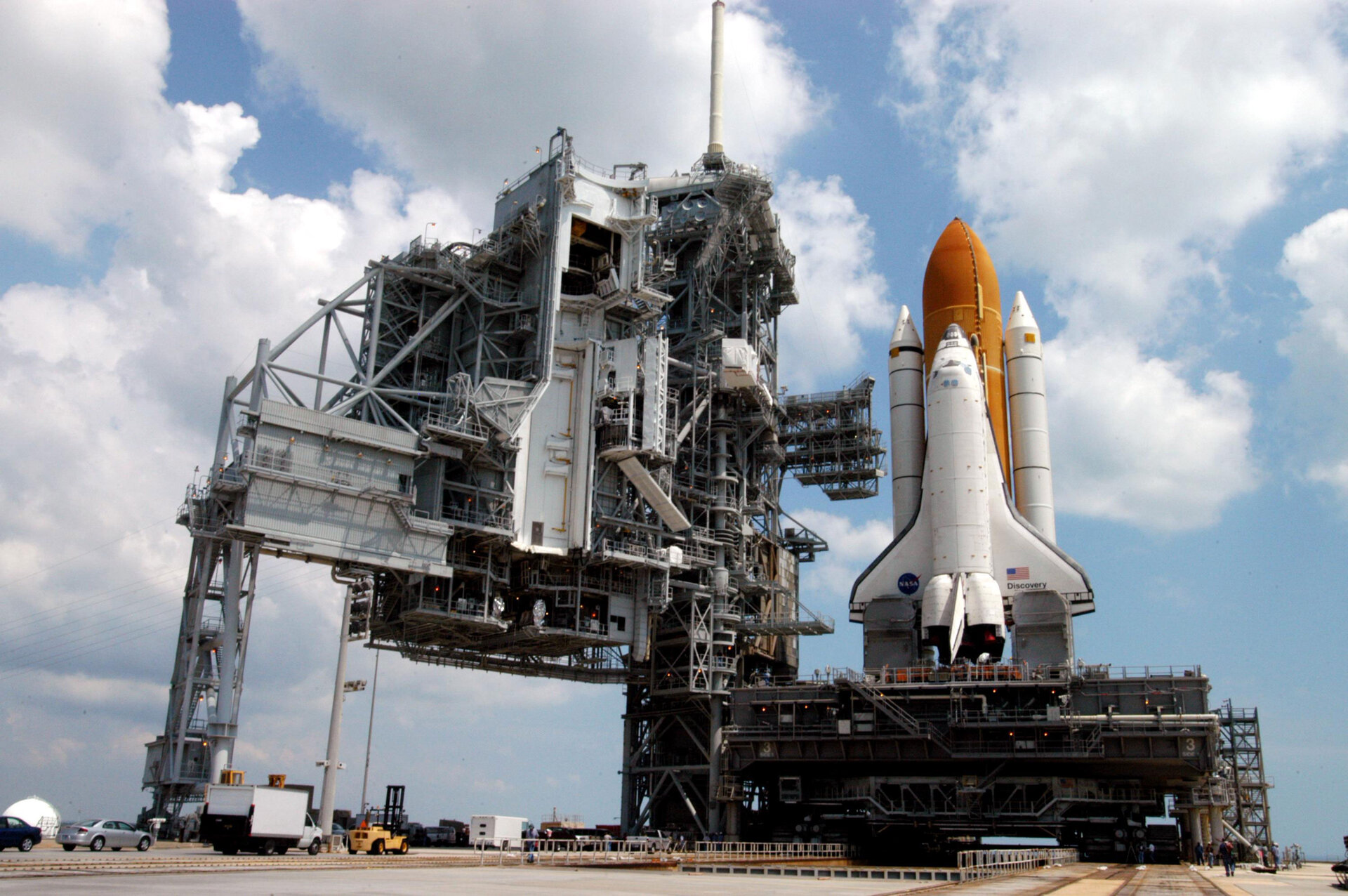 Space Shuttle Discovery is due to lift off from KSC at 21:49 CEST on 1 July 2006