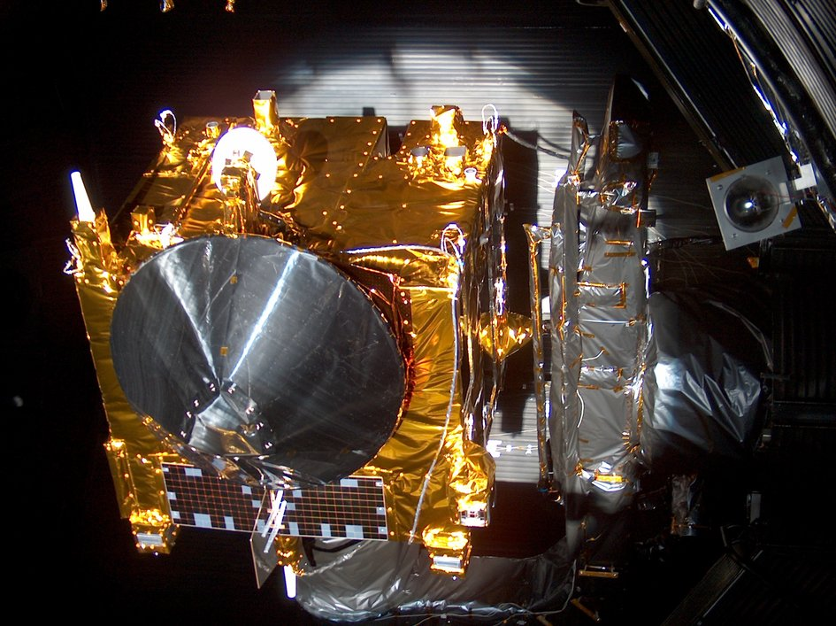 Venus Express undergoing thermal vacuum tests