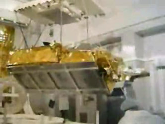 CryoSat lifted on its slings