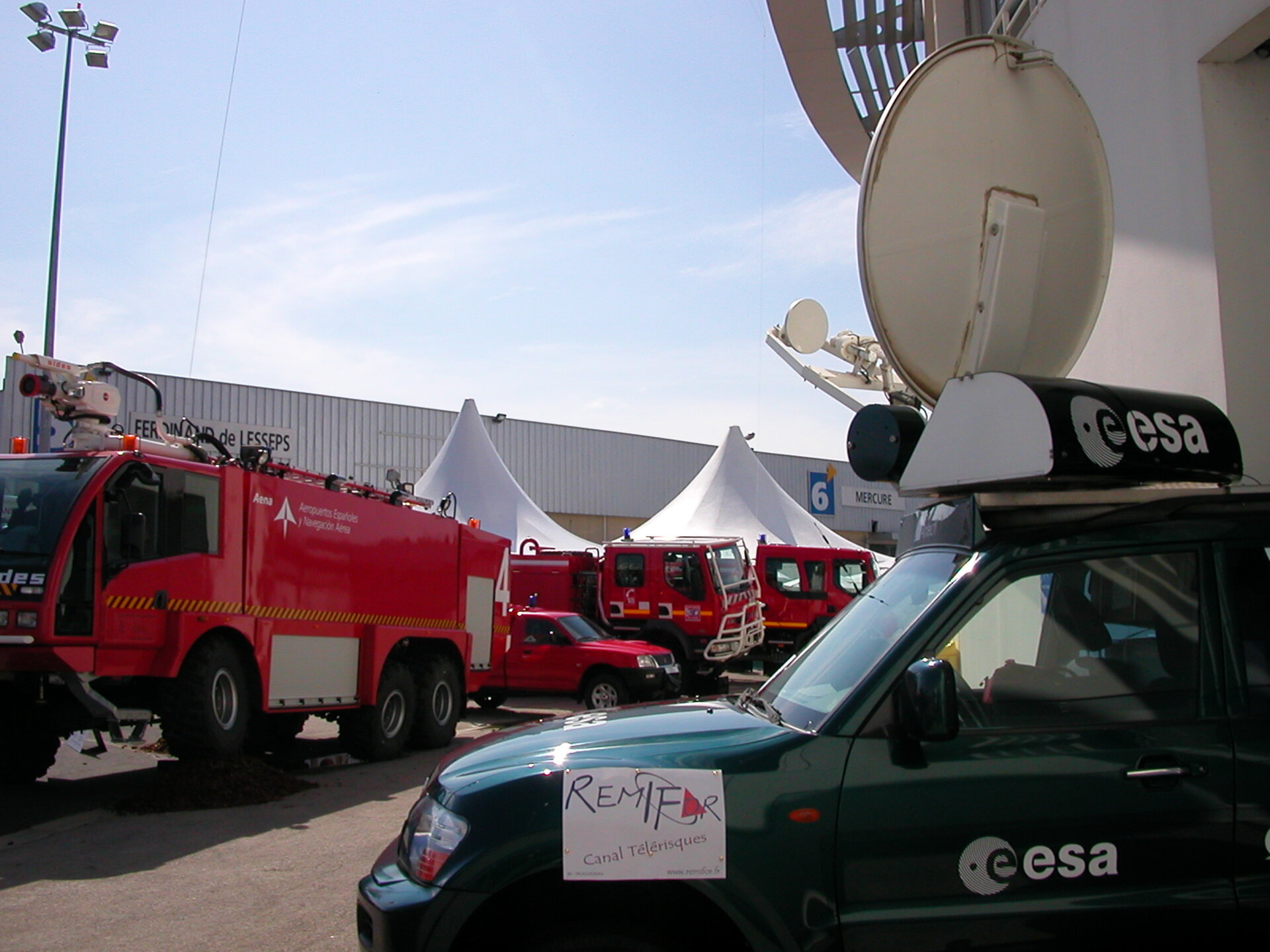 ITA-245 Mitsubishi Pajero mobile Ku-band digital multimedia uplink station