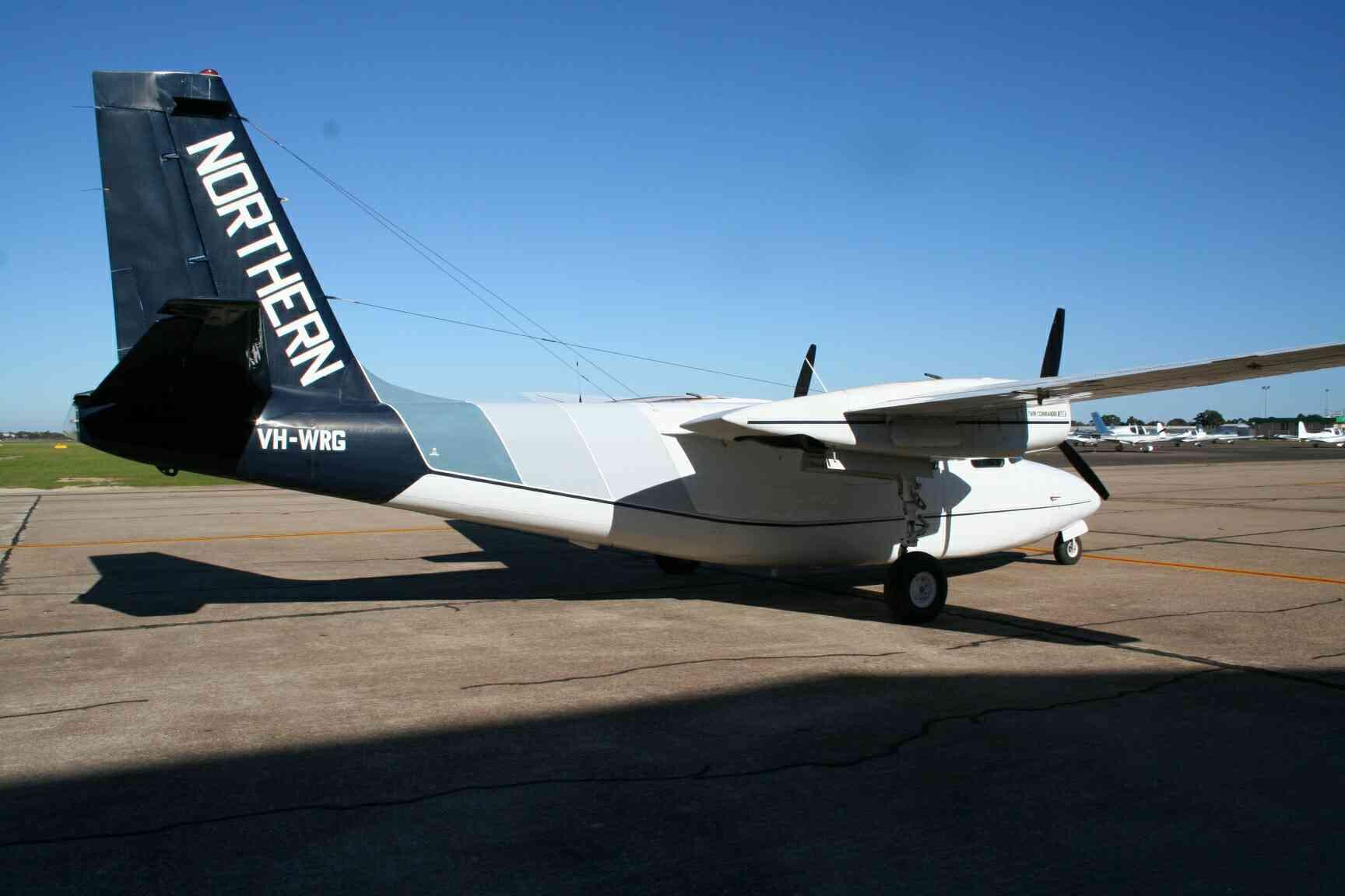 Space In Images 2005 10 Aero Commander 500s Shrike