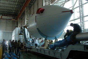 Venus Express ready for transport to launcher assembly building