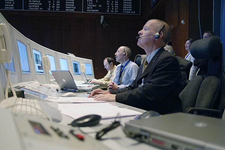 Mission control staff monitor launch of Venus Express