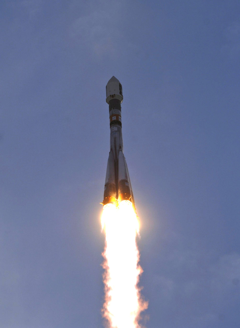 Soyuz-Fregat carrying Venus Express lifts off