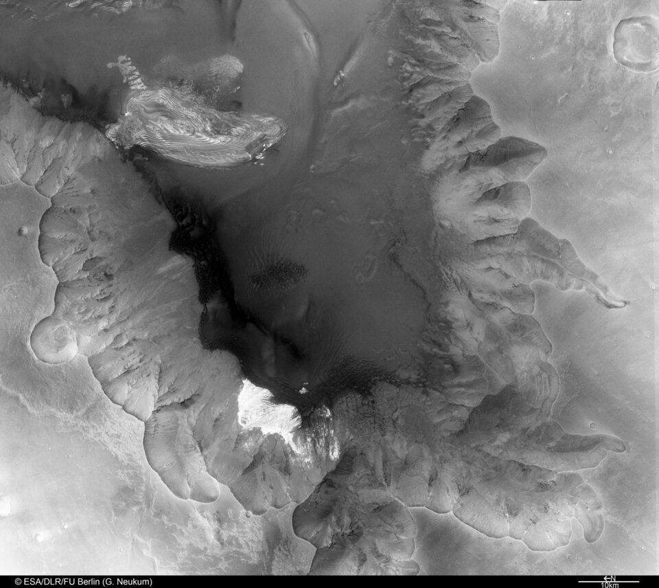 Black and white view of Juventae Chasma