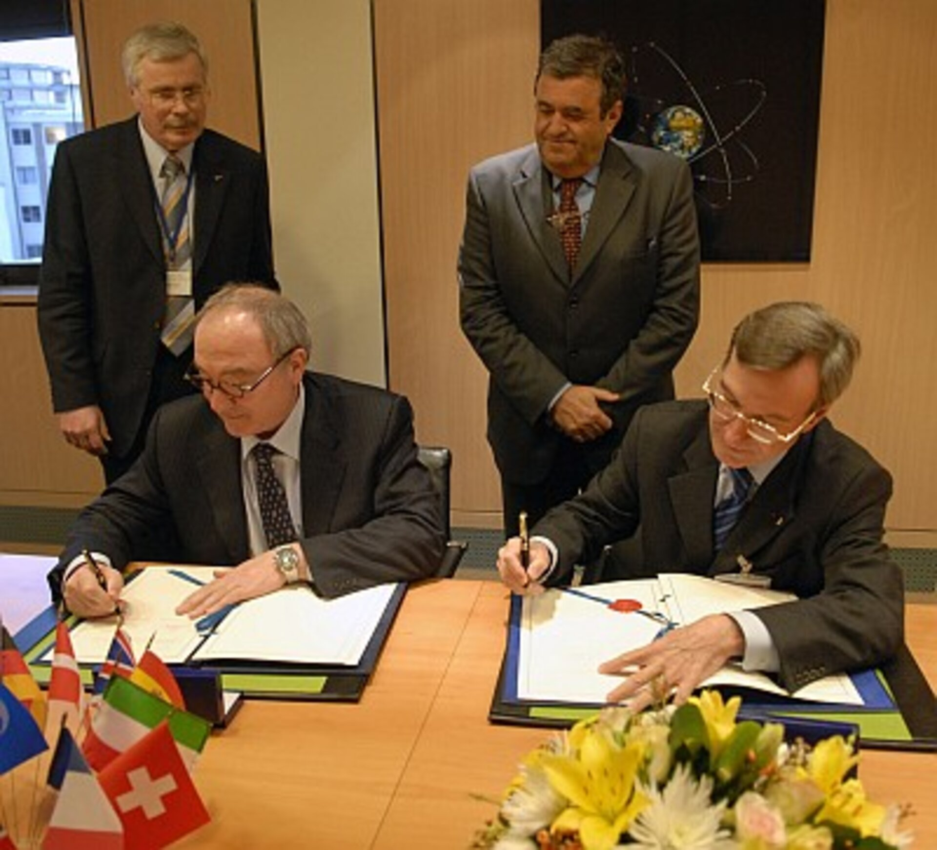 Signing of the Alphabus co-operation agreement
