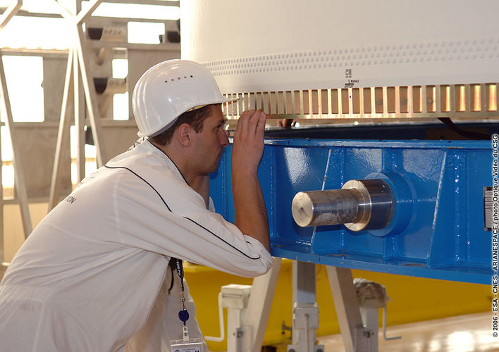 A technician prepares to remove the transport container from the cryogenic upper stage of the Ariane 5