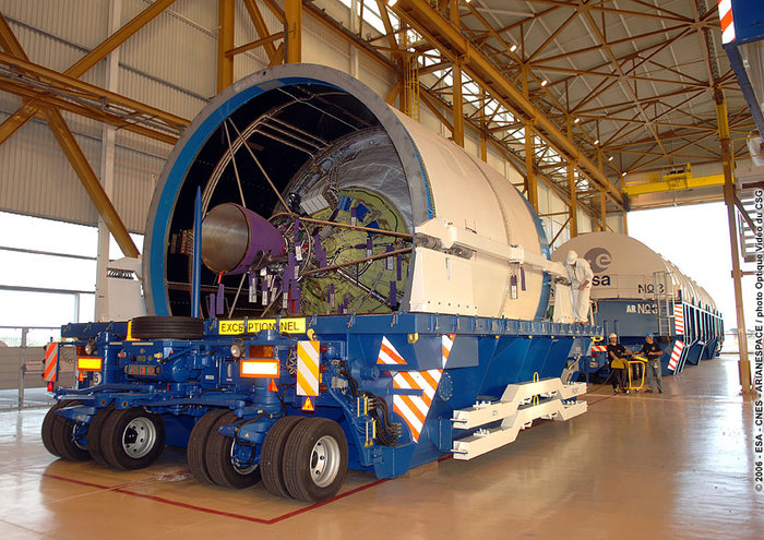 http://www.esa.int/var/esa/storage/images/esa_multimedia/images/2006/04/the_cryogenic_upper_stage_of_the_ariane_5_after_arriving_in_the_launcher_integration_building/10060809-2-eng-GB/The_cryogenic_upper_stage_of_the_Ariane_5_after_arriving_in_the_Launcher_Integration_Building_node_full_image_2.jpg
