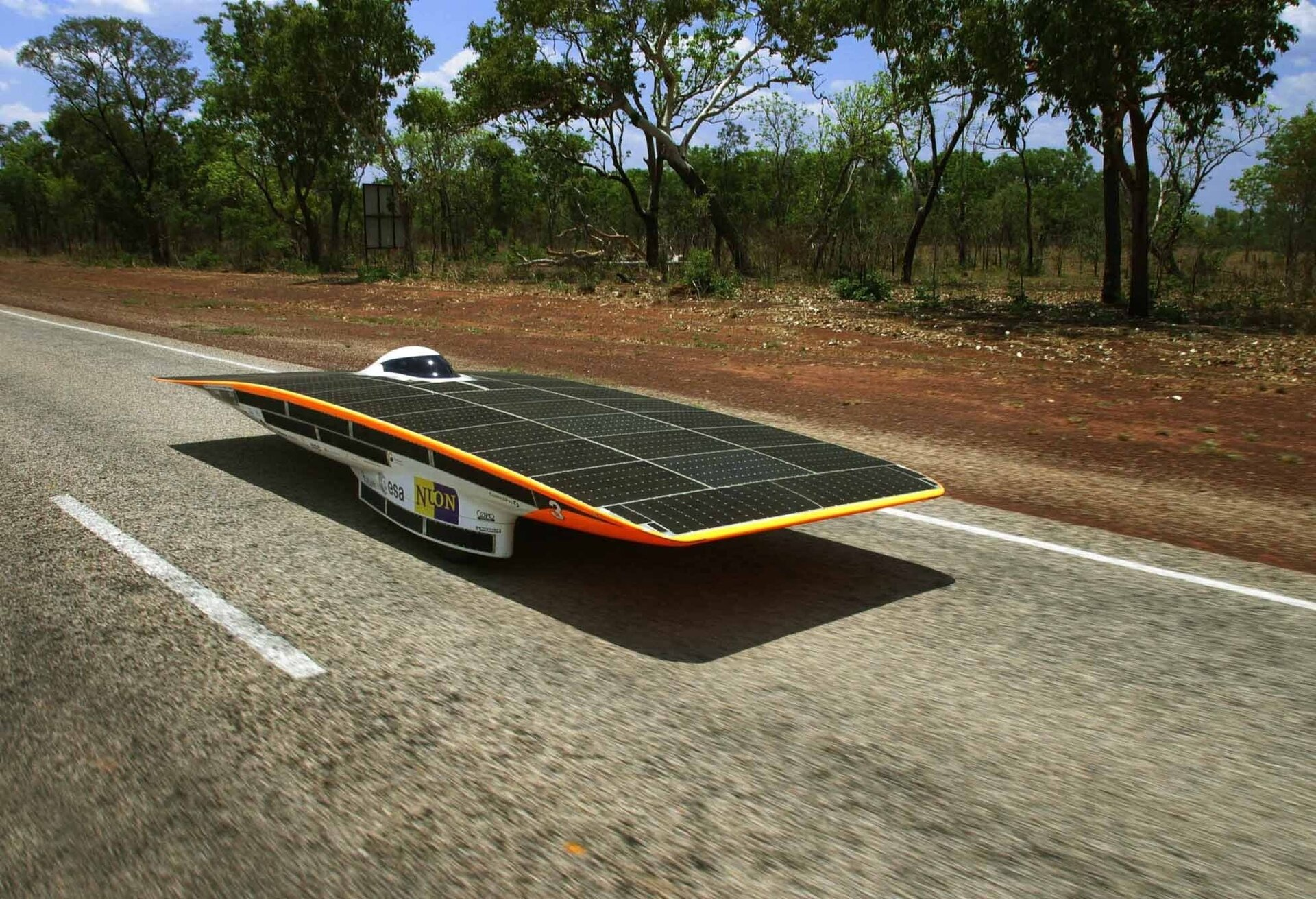 The Nuna II wins World Solar Challenge 2003 using space technologies