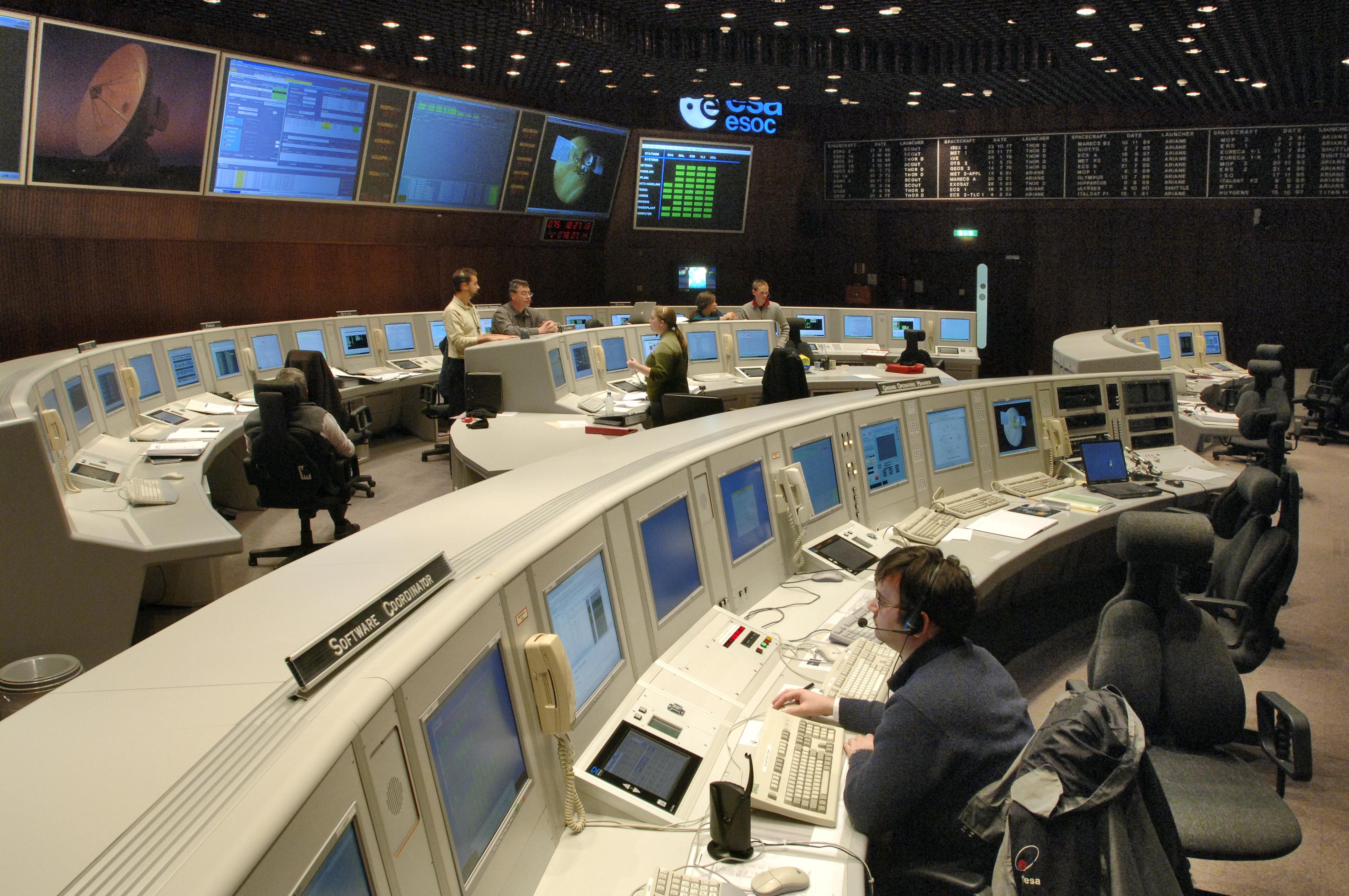 Space in Images - 2006 - 04 - Venus Express flight control team