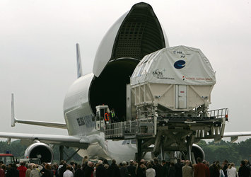 Columbus laboratory is loaded into a Beluga aircraft for transportation to Florida