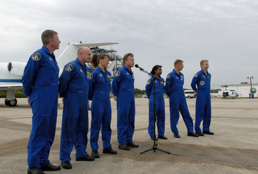 Discovery's STS-121 astronauts arrive at KSC to participate in the Terminal Countdown Demonstration Test