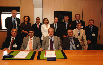 ESA and the Community of Ariane Cities sign hosting agreement