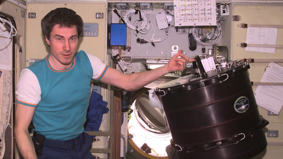 Sergei with original PK-3 experiment on the Space Station in 2001