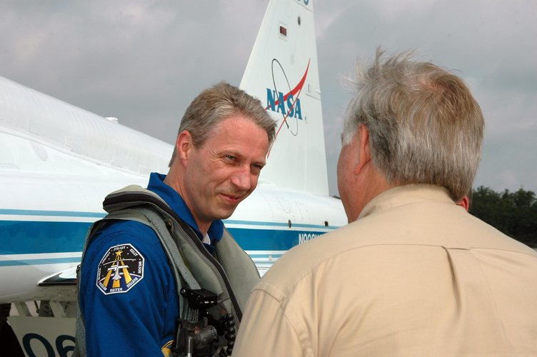 STS-121 crew including Thomas Reiter arrive at Kennedy Space Center