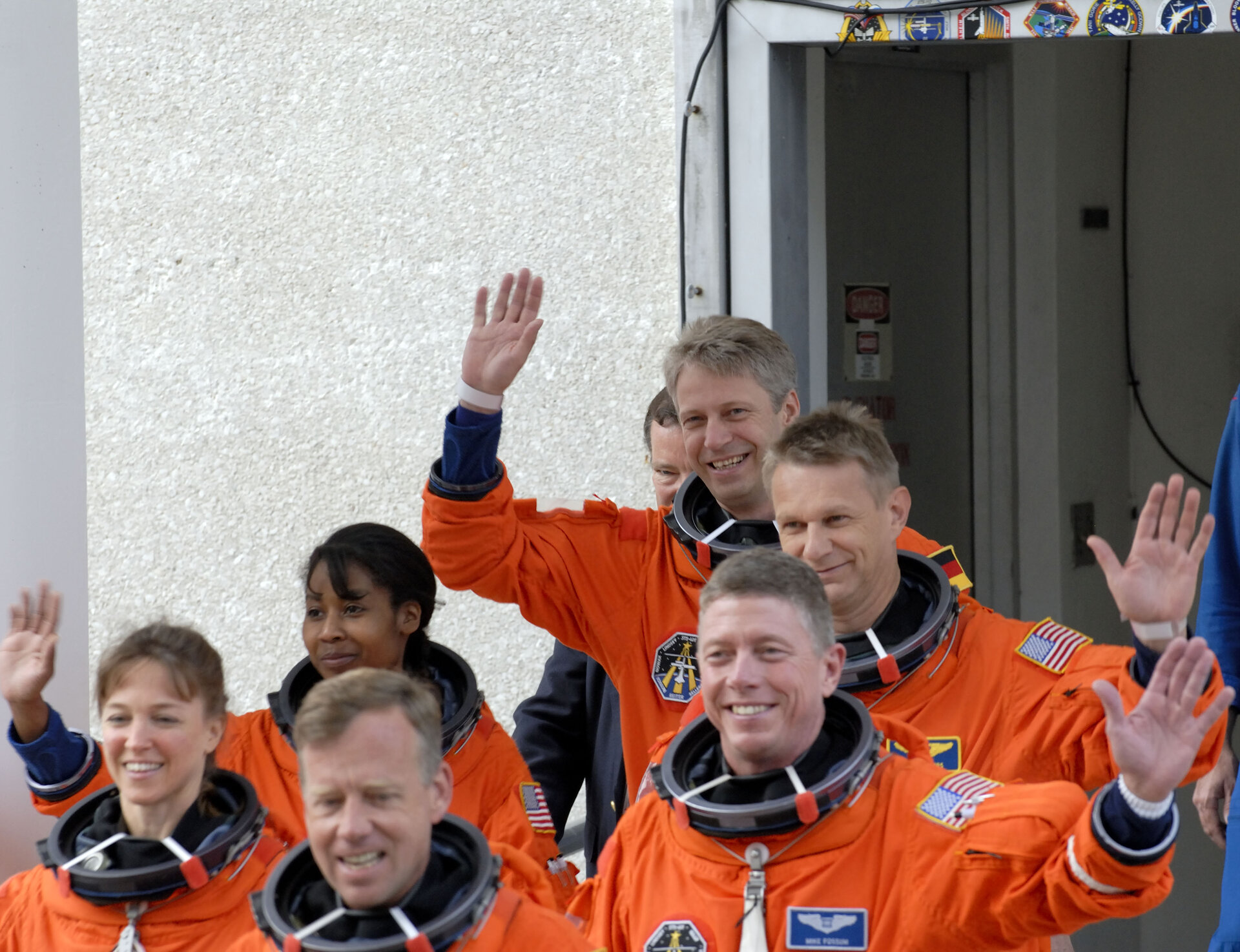 Thomas Reiter and the rest of the STS-121 crew took part in a practice countdown at KSC last week