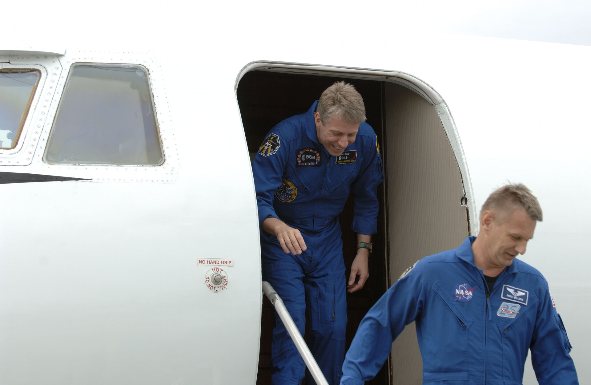 Thomas Reiter arrives at KSC - he will participate in the Terminal Countdown Demonstration Test with the STS-121 crew