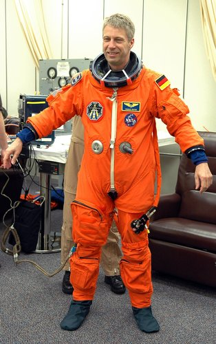 Thomas Reiter checks the fitting of his launch suit