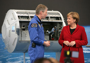 Astronaut Thomas Reiter and German Chancellor Angela Merkel