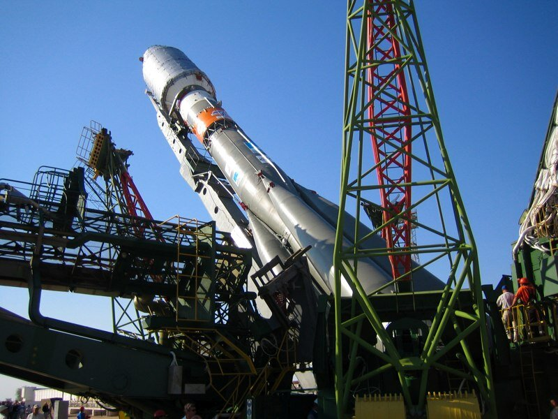 Erection of the Soyuz rocket at the launch tower