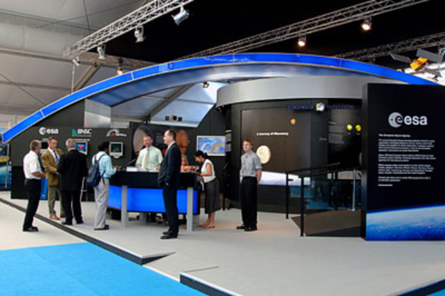 Exhibition Stand Rates : Farnborough international airshow the story in pictures