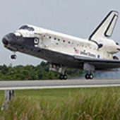 Discovery lands at KSC