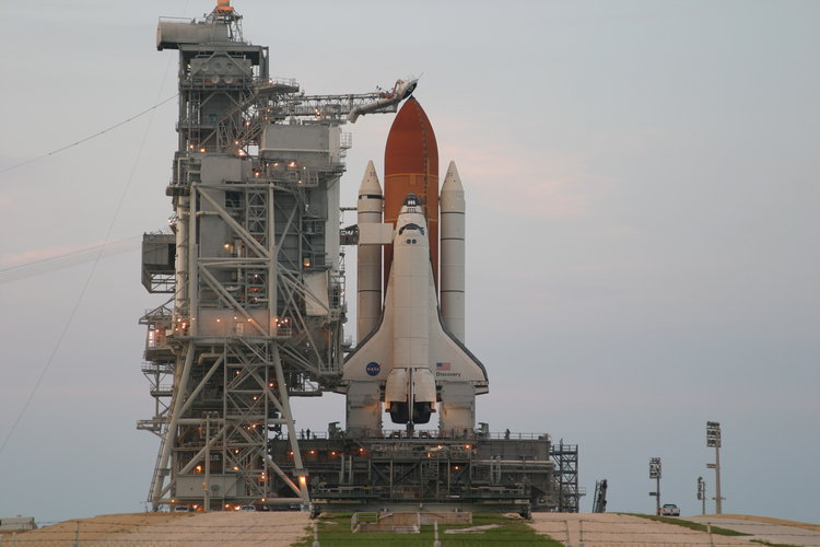 Space Shuttle Discovery stands ready on Launch Pad 39B