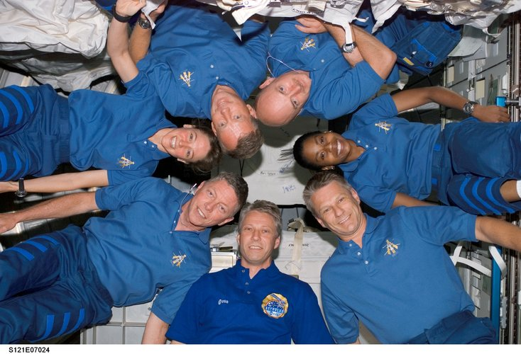Thomas Reiter and the STS-121 crewmembers pose in