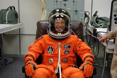 Thomas Reiter is suited up before heading to Launch Pad 39B