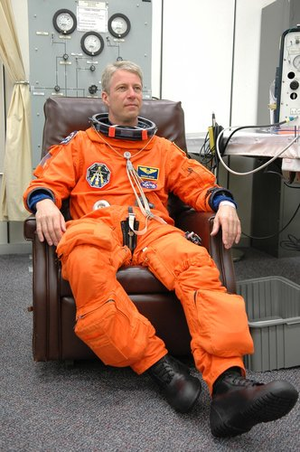 Thomas Reiter is suiting up for a second launch attempt on Space Shuttle Discovery