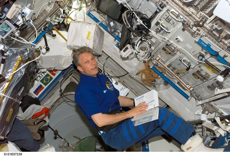 Thomas Reiter looks over a procedures checklist in the Destiny laboratory