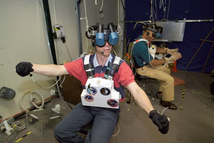 Fuglesang uses virtual reality for spacewalk training