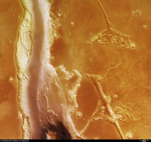 Kasei Valles, colour view of Southern branch