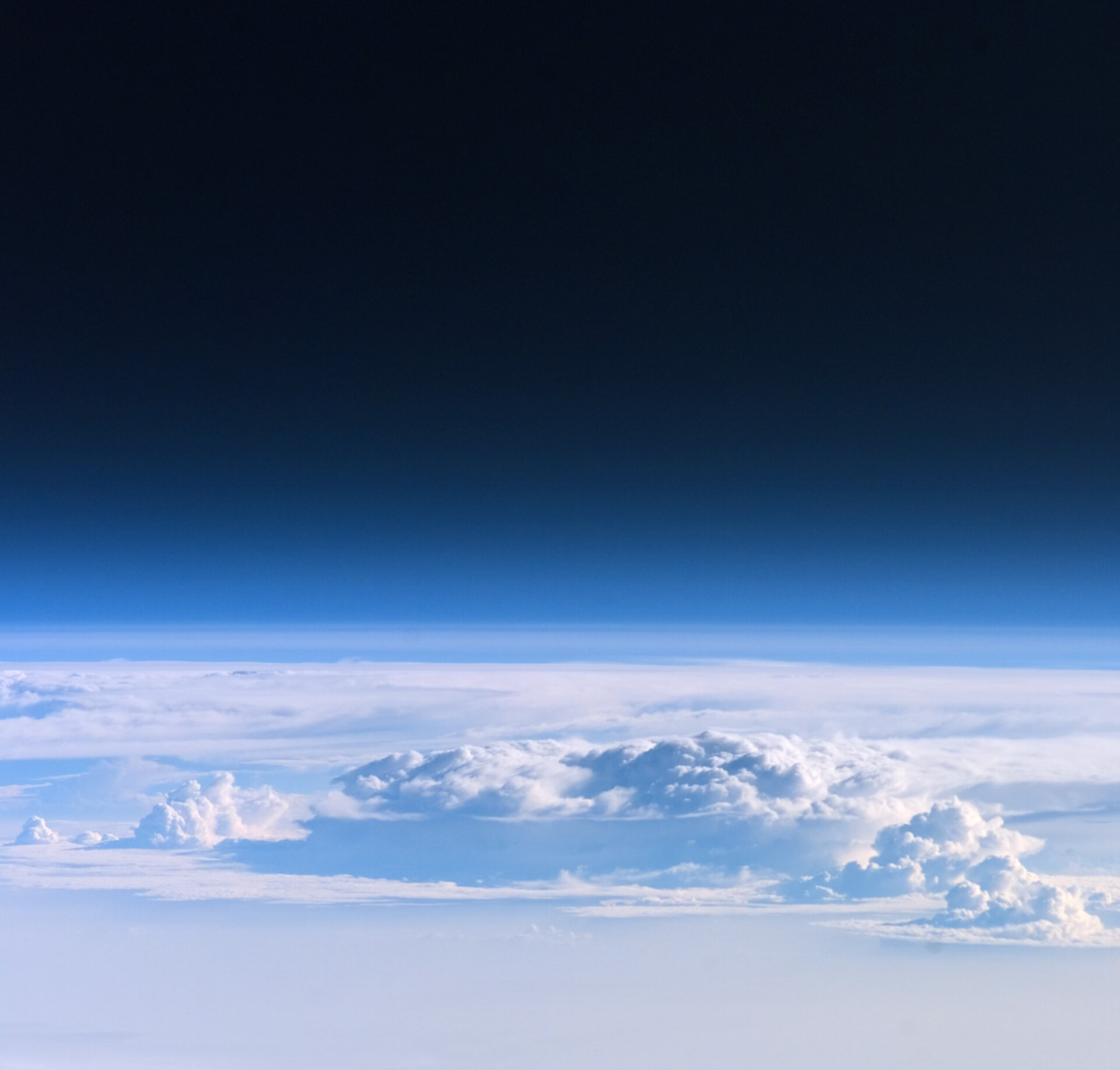 Second photo sent by Reiter showing a view of the Earth's atmosphere from on board ISS