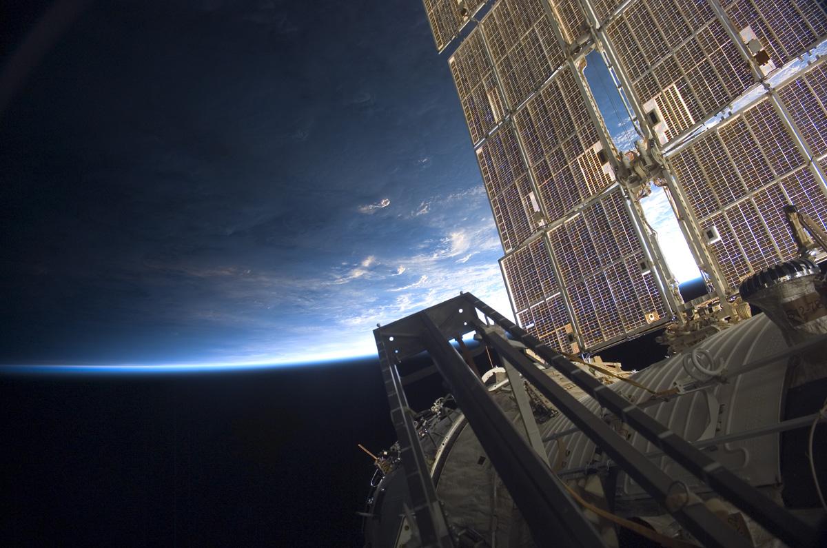 sunrise from international space station - photo #24